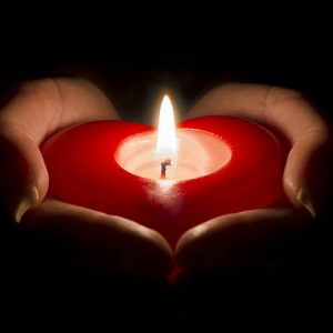 heart-in-hand-candle